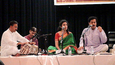 Satish Tare accompanying Ravindra Sathe