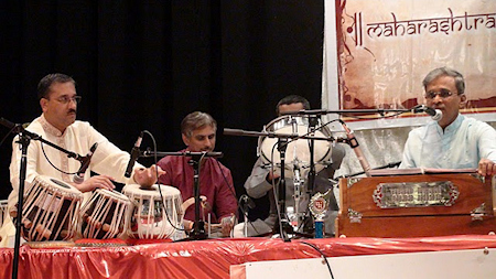 Satish Tare accompanying Shridhar Phadke